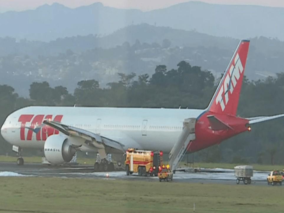 """339 passageiros de voo salvos """"por milagre"""" em BH"""