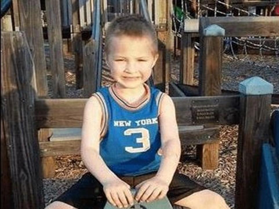 Menino de 7 anos perde a vida após ser enterrado vivo pelos pais por não saber versos da Bíblia