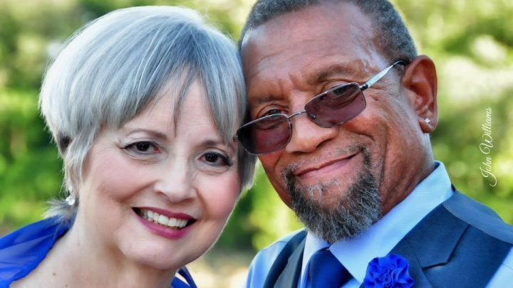 Casal forçado a terminar seu relacionamento por causa do racismo, se reencontra após 45 anos